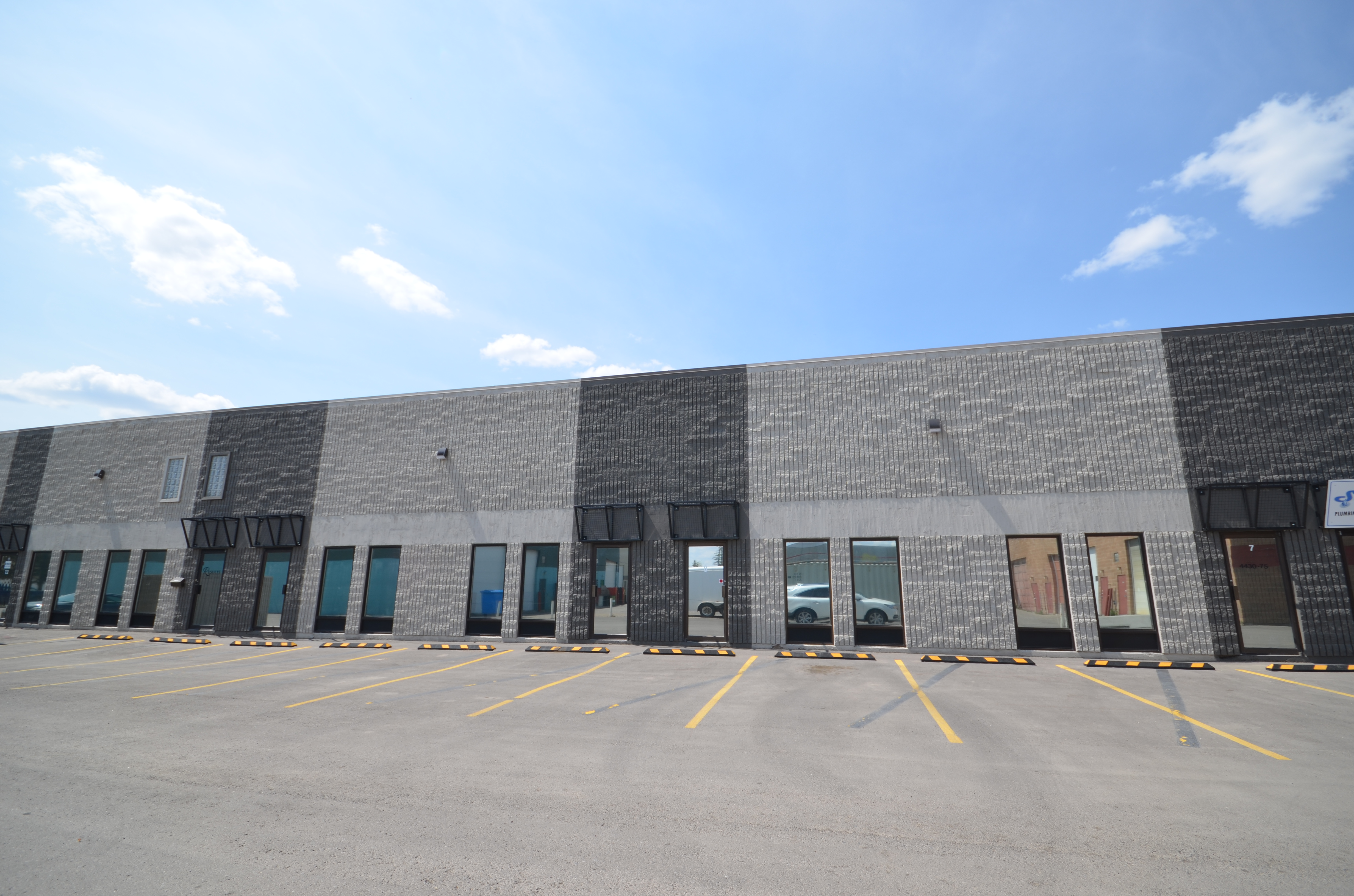 1,500 square foot industrial bay for lease in Calgary