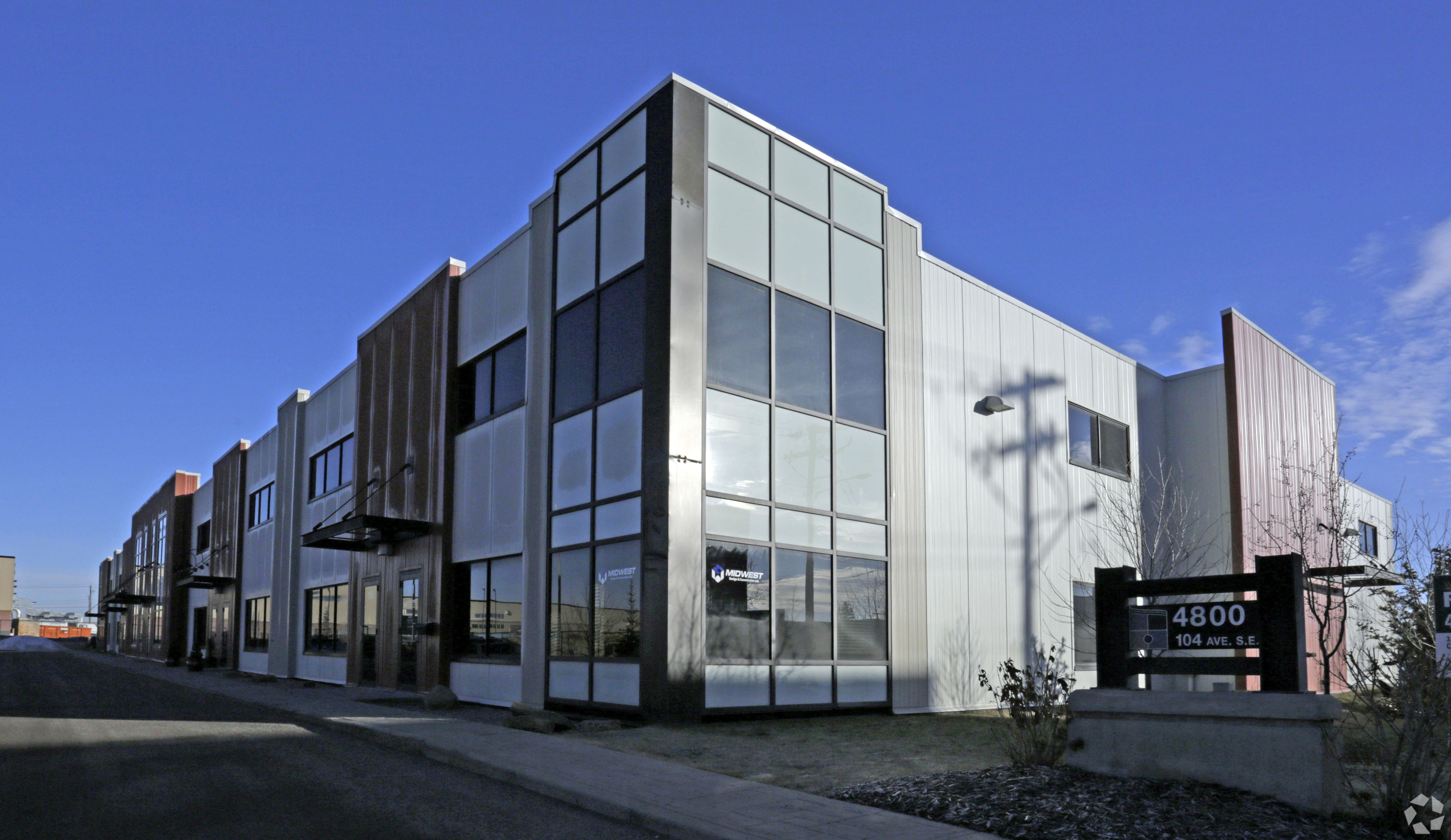 Industrial bay for lease in Calgary with drive in door