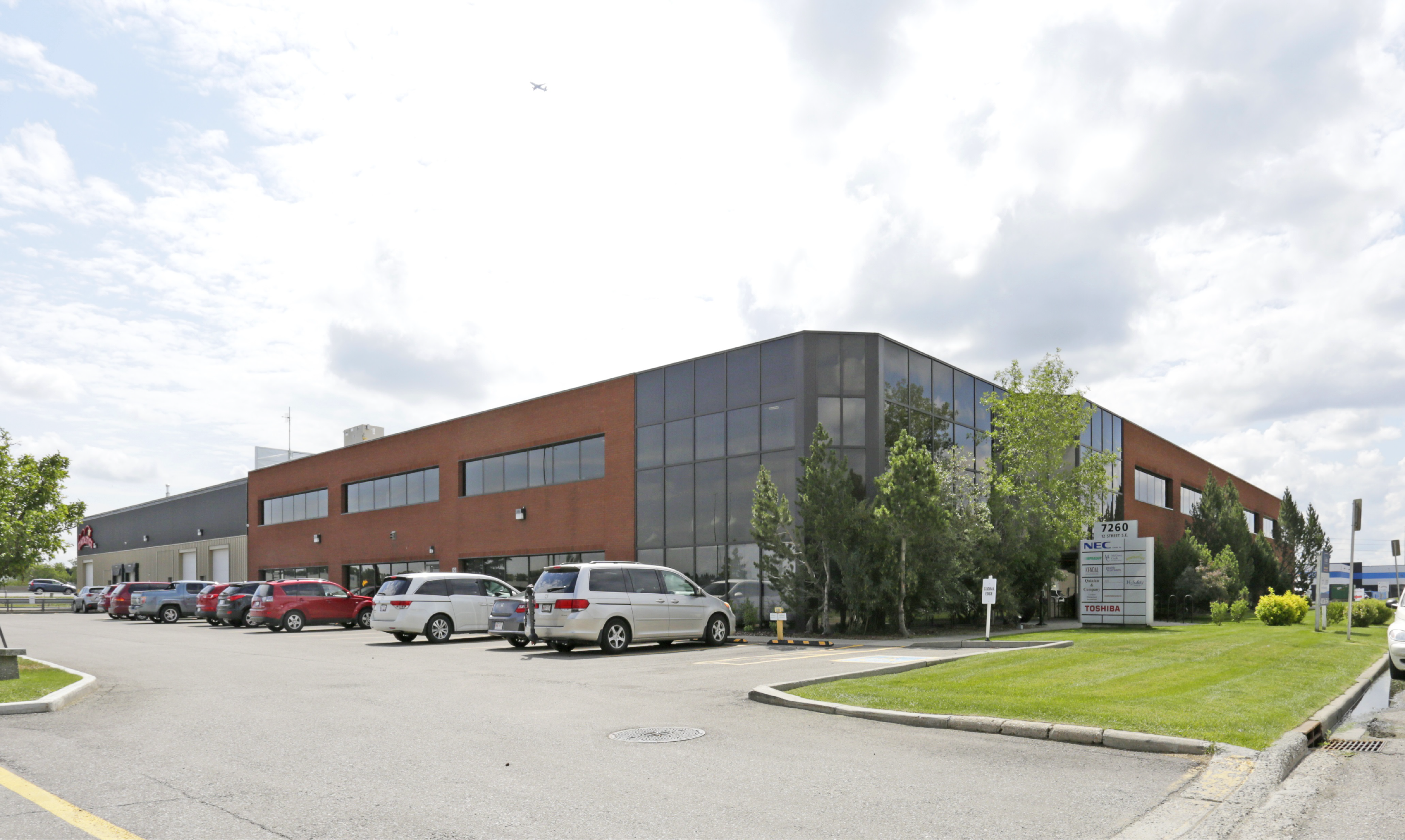 For Lease: 4,116 & 5,635 sq. ft. of Conveniently Located Office Space