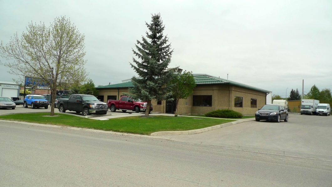 For Lease: For Lease: 2,280 - 9,251 ± sf Warehouse & Office in Okotoks, AB